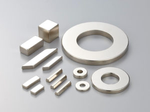 ネオジム磁石 (NdFeB)